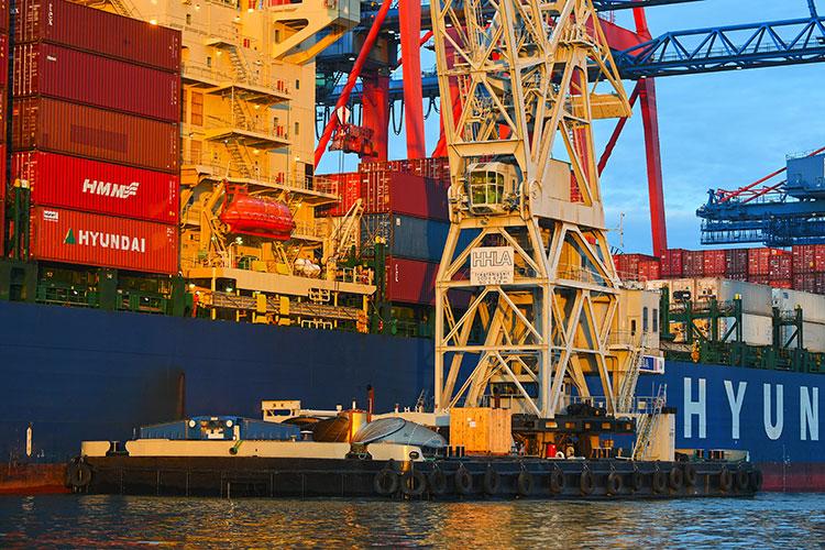 HHLA Floating Crane Loads World's Biggest Ship Propeller Onto A Vessel At The Port Of Hamburg 10