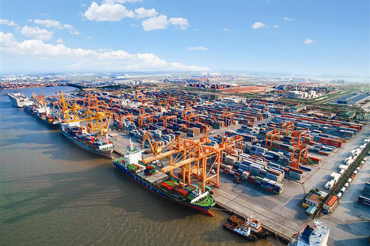 Vinalines To Build 2 Terminals At $299 Million In Lach Huyen Port