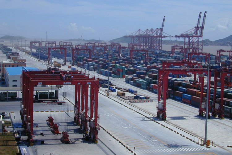 Shanghai International Port Witnesses Container throughput Surge