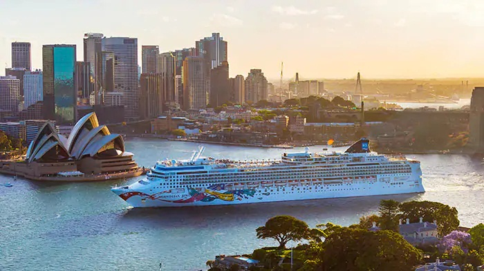 Norwegian Jewel Will Arrive to Sydney After Bow-To-Stern Renovation 7