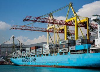 Fuel Spills from Maersk Ship during Bunkering in Hong Kong 9