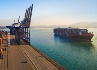 Hapag-Lloyd First In World To Convert Large Container Ship To LNG 2