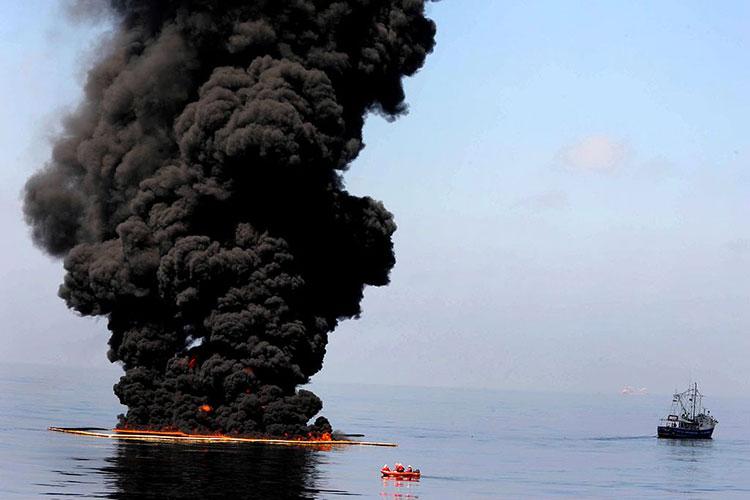Burning In-situ oil clean up