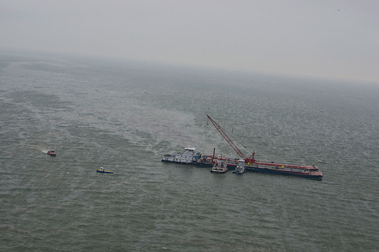 Using Cranes and Tractors for cleaning an Oil Spill