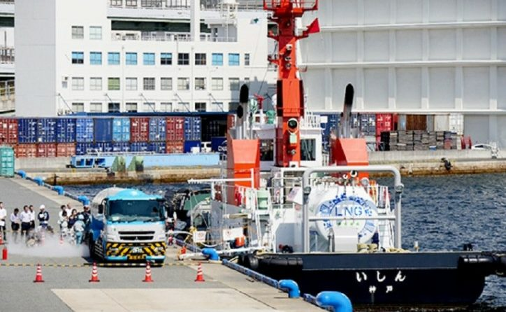 MOL LNG-Fueled Tugboat Ishin Undergoes First LNG Bunkering Trial