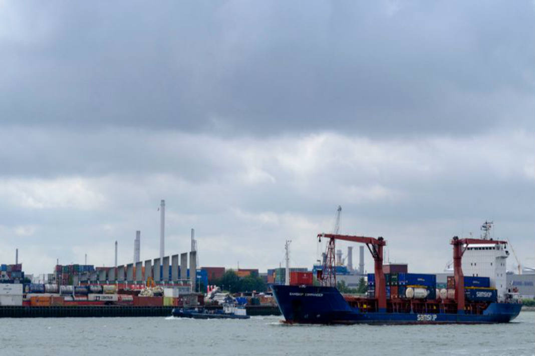 25 Stowaways Found In Refrigerated Container On A Ship 1