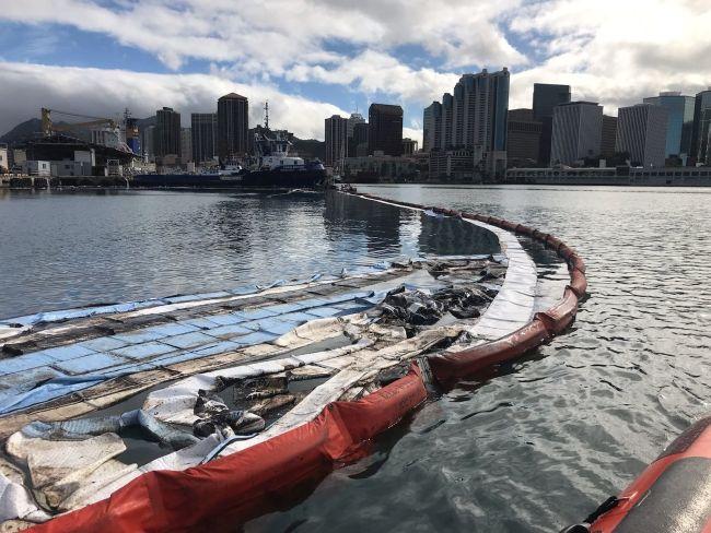 USCG Responds To Oil Discharge In Honolulu 5