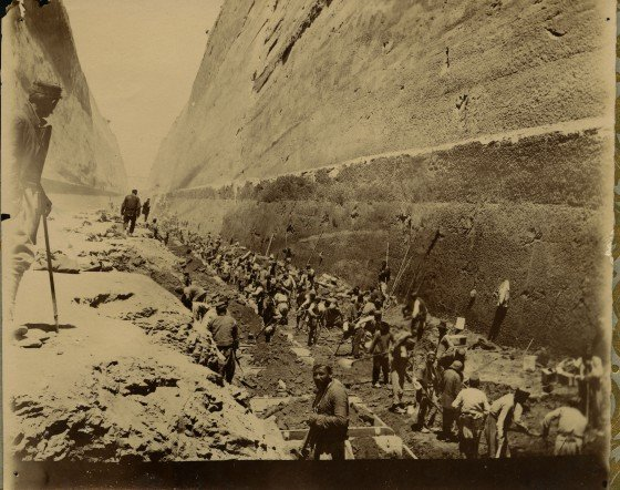 Photo from 1882-1890 shows the workers of the Société Internationale du Canal Maritime de Corinthe (Greece) in the process of carrying out the earthwork. Pic courtesy: https://history.bnpparibas/document/the-construction-of-the-corinth-maritime-canal-a-gigantic-jobsite/