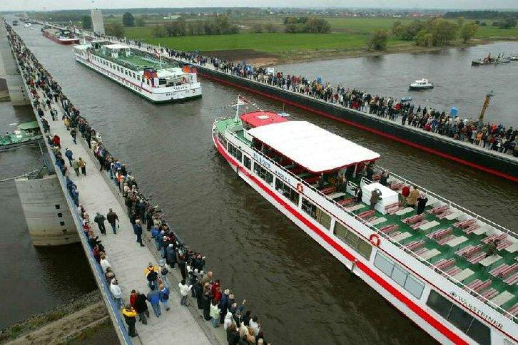 Magdeburg Bridge: A popular tourist attraction